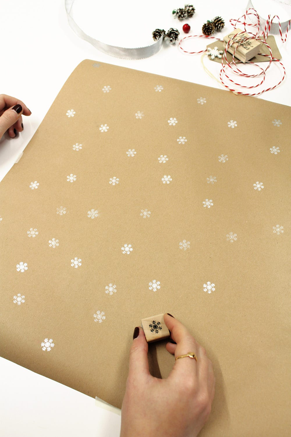 How To Diy Your Own Christmas Wrapping Paper Latest In