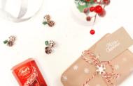 diy-snowflake-wrapping-paper