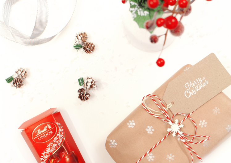 How to…DIY your own Christmas Wrapping Paper